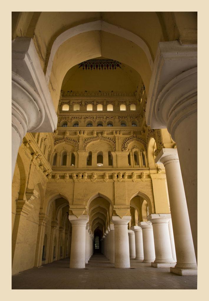 Thirumalai-Nayak-Palace_2